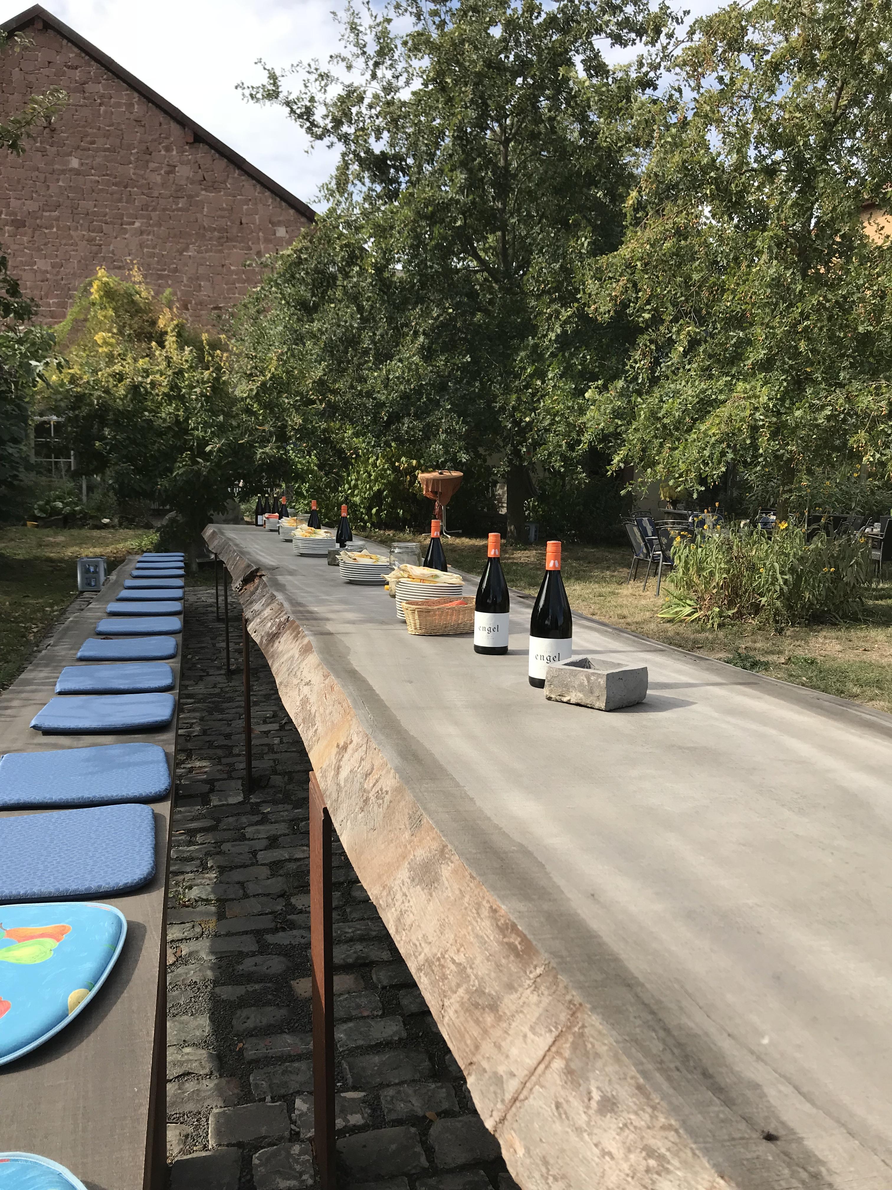 Tafeln an einem der längsten Tische Rheinhessens